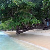 Pantai Harlem Nan Teduh dengan Senja Terindah di Kabupaten Jayapura