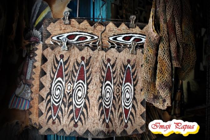 Lukisan Kulit Kayu, Souvenir Khas Papua yang Mendunia
