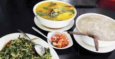 papeda, ikan kuah kuning dan tumis kangkung bunga pepaya (foto: satu resep.com)