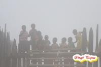 Anak - anak kabut di Kampung Modio, Distrik Mapia Tengah, Kabupaten Dogiyai. Foto diambil saat kabut turun hingga ke tanah pada jam 2 siang