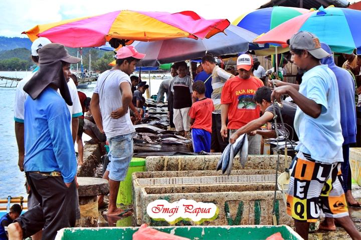aktivitas di pasar ikan hamadi