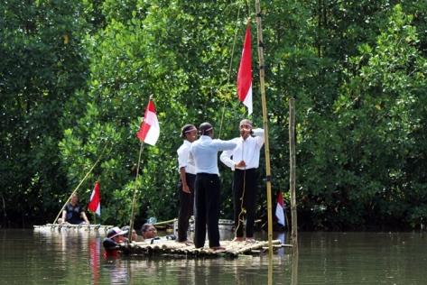 upacara di hutan mangrove