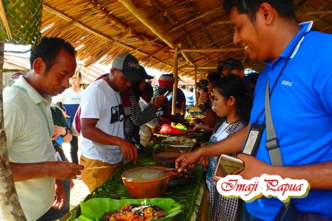 Wow! Ada Festival Makan Papeda di Sentani