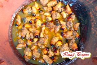 Kuliner Ulat Sagu khas Danau Sentani