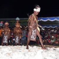 Apen Beyeren, Prosesi Injak Batu Panas Tradisi Biak