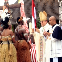 [Foto] Misa 50 Tahun Keuskupan Agats dalam Nuansa Budaya Asmat